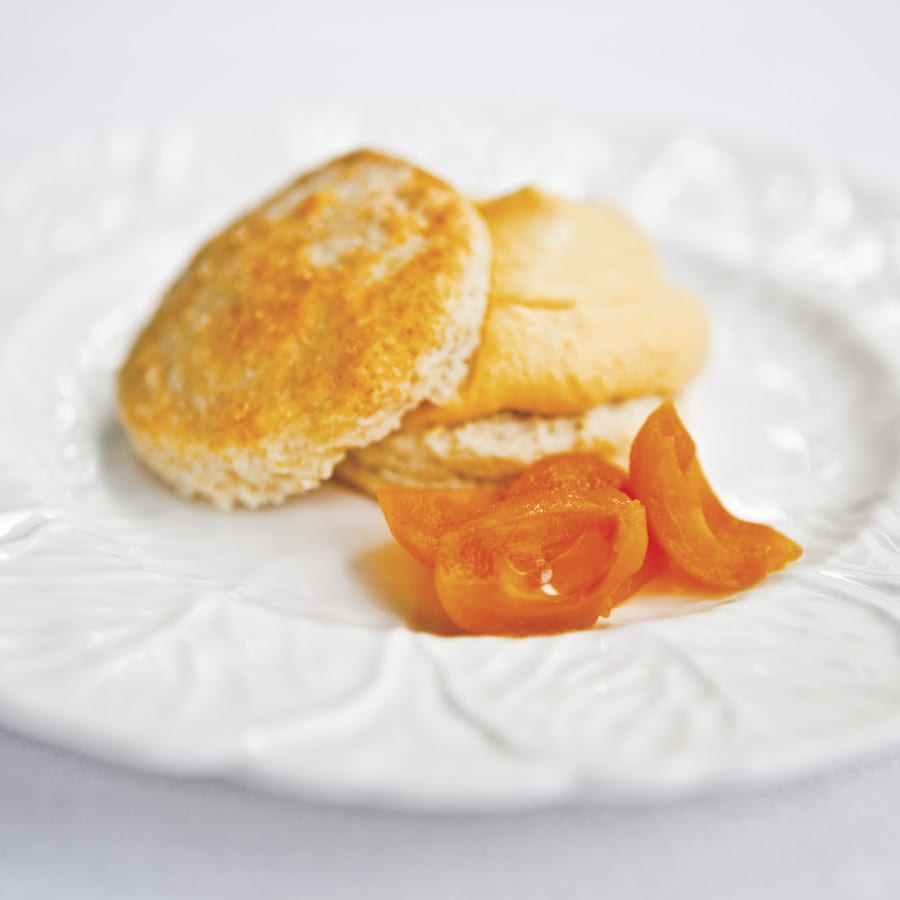 Sweet Biscuits with Loquat Cream